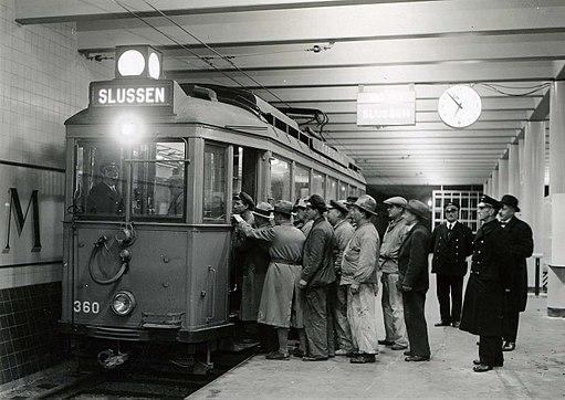 Spårvagnståg på tunnelbanestationen Ringvägen (nuvarande Skanstull), 1933.