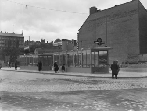 Tunnelbanestationen Södra Bantorget (nuvarande Medborgarplatsen) 1933.