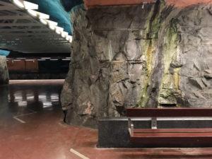 Sundbybergs tunnelbanestation har också rå granit