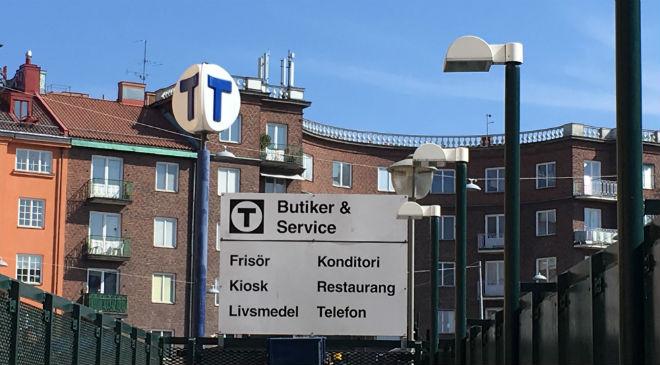 Nedgången till Tunnelbanestation Tekniska högskolan/Odengatan.