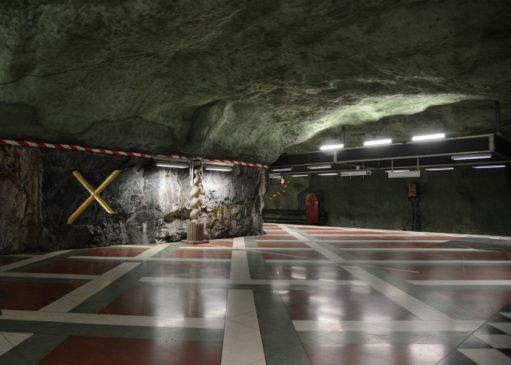 Stockholmsgranit och betong på Kungsträdgårdens tunnelbanestation