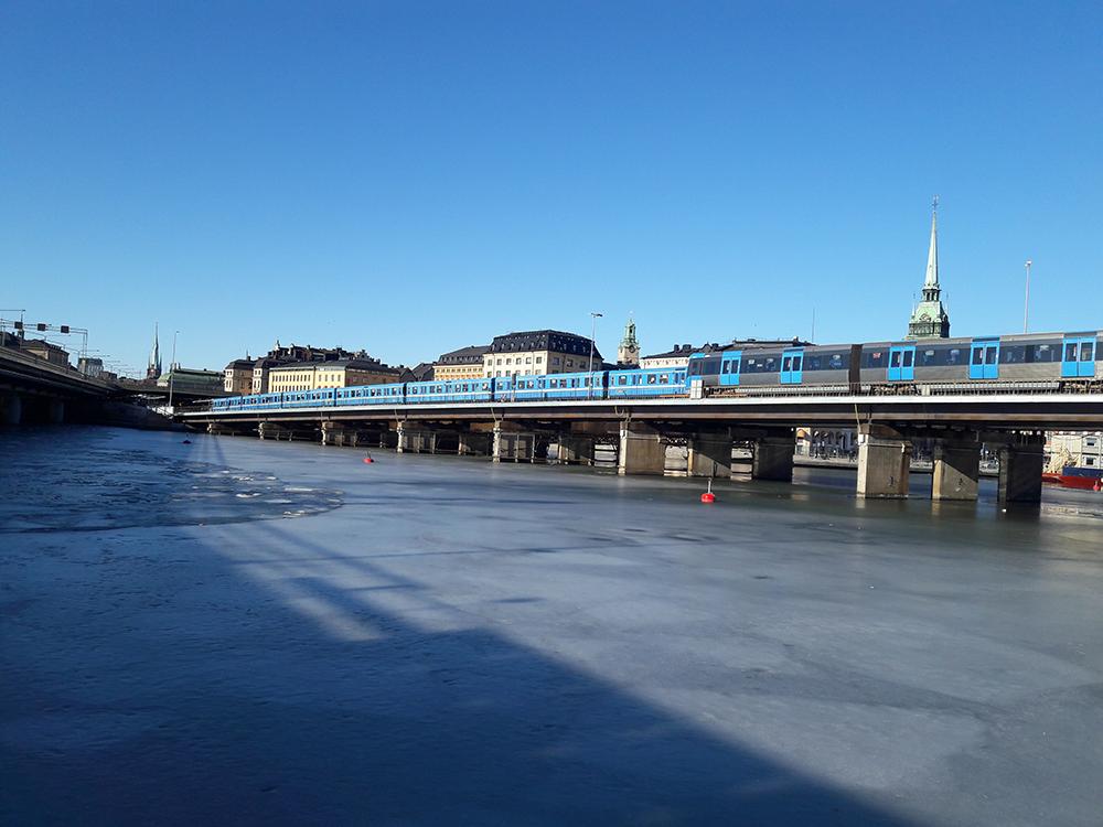 Tunnelbanebro från Slussen till Gamla stan