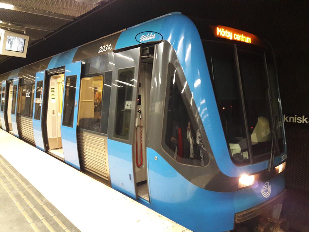 Tunnelbanevagn med namnet Viktor i Stockholms tunnelbana