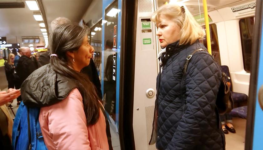 Möte i tunnelbanedörr