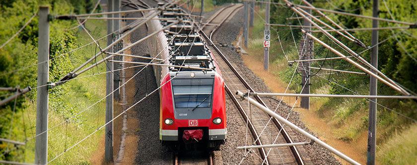 Tåg på väg genom Europa.