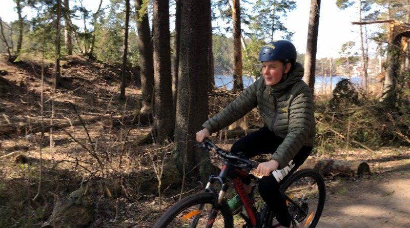 Cykeltur i skogen
