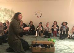 Sinnlig spis för bebisar i Gröndals kyrka